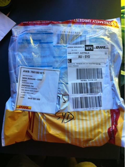 收到深圳 DHL 寄过来的 SSD 硬盘